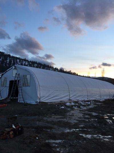 cold-weather-greenhouse-construction.JPG